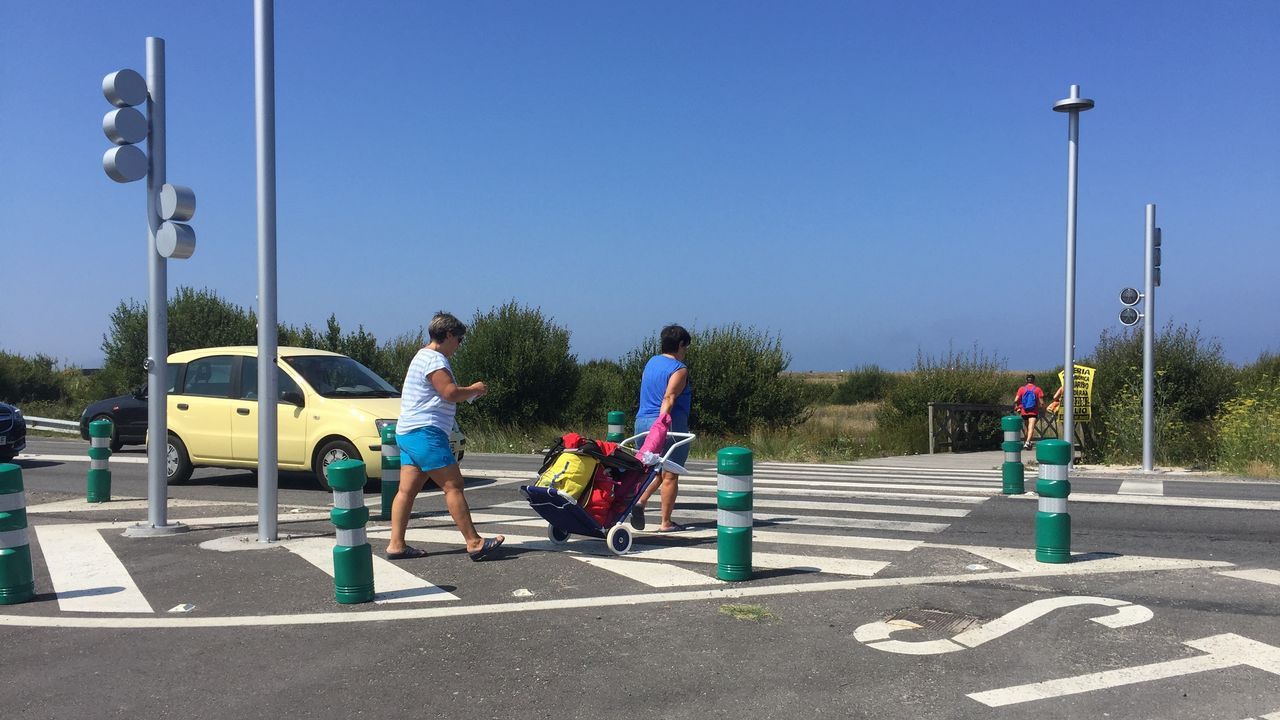 Dos ballenas azules, madre e hija, se dejan ver en Galicia.La actriz Macarena García en San Vicente do Mar