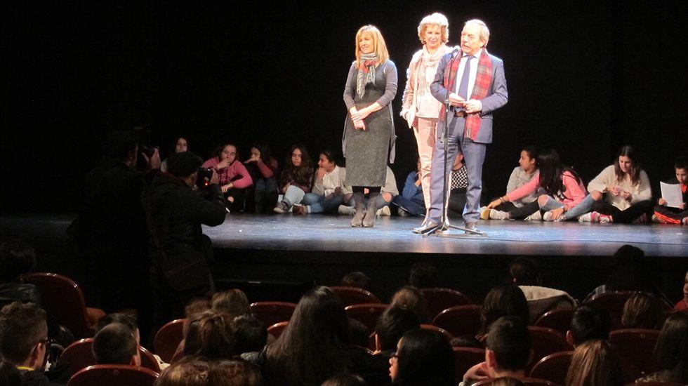 El alcalde, Wenceslao López, inaugura junto con Ana Taboada y Cristina Pontón la placa del bulevar de Oviedo.Wenceslao López, Marisa Ponga y María José Platero