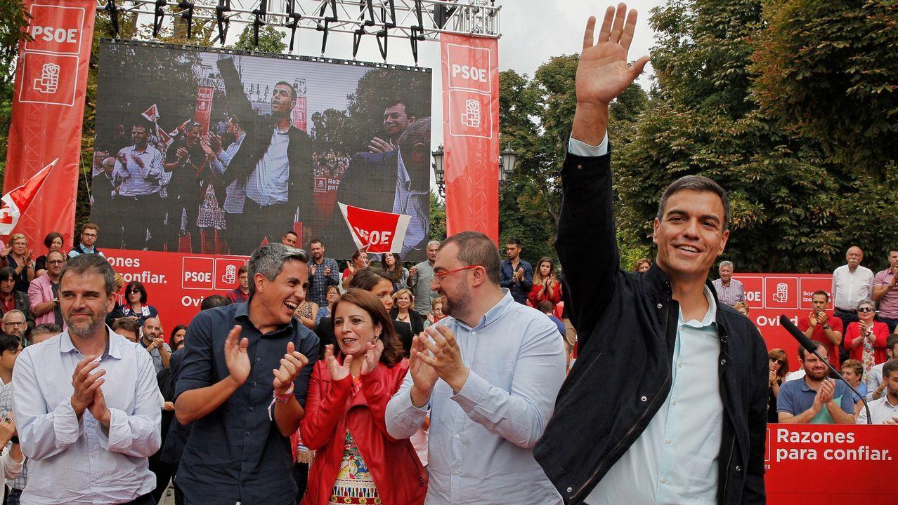 . El presidente del Gobierno, Pedro Sánchez, durante su primer acto público del PSOE desde que accedió a la jefatura del Ejecutivo y coincidiendo con sus cien días de gestión desde que prometió el cargo ante el Rey, hoy en Oviedo