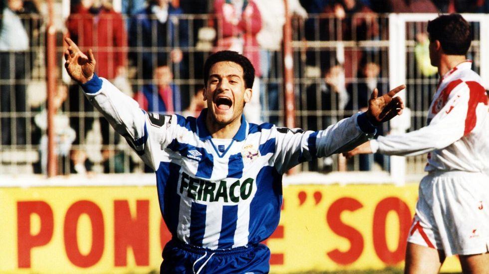 Manjarín celebra un gol en Vallecas