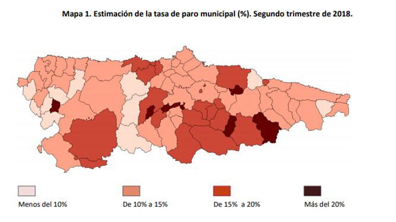 La PAH paraliza un desahucio en Oviedo.Mapa del paro por concejos