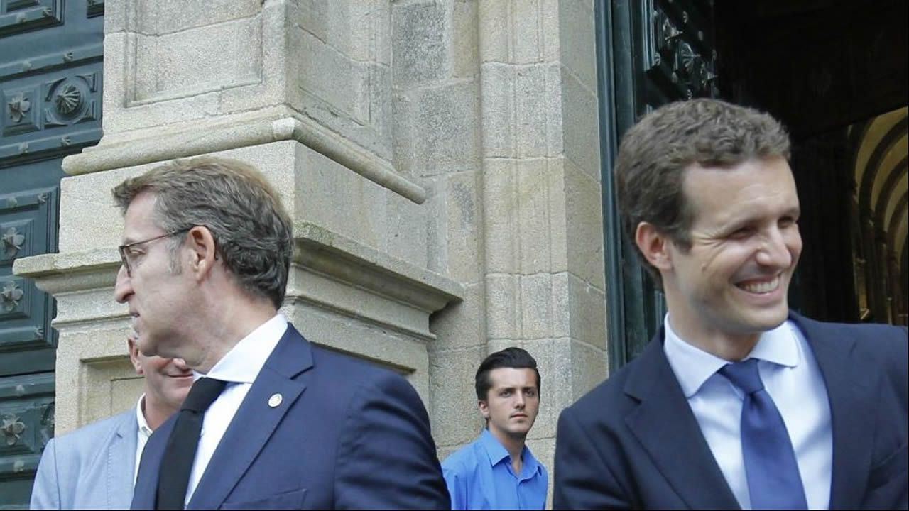 El PPdeG ataca a sus rivales.Feijoo y Casado, en una de las últimas visitas de este último a Galicia