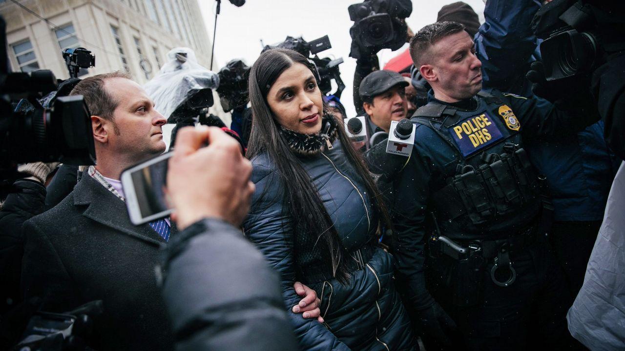 La esposa del Chapo, a su salida del juzgado donde se leyó la sentencia contra el narco