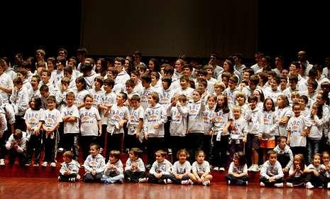 Los usuarios de la Asociación Con Eles han pasado a formar ya parte de la gran familia del Liceo BBC, presentada el pasado sábado.