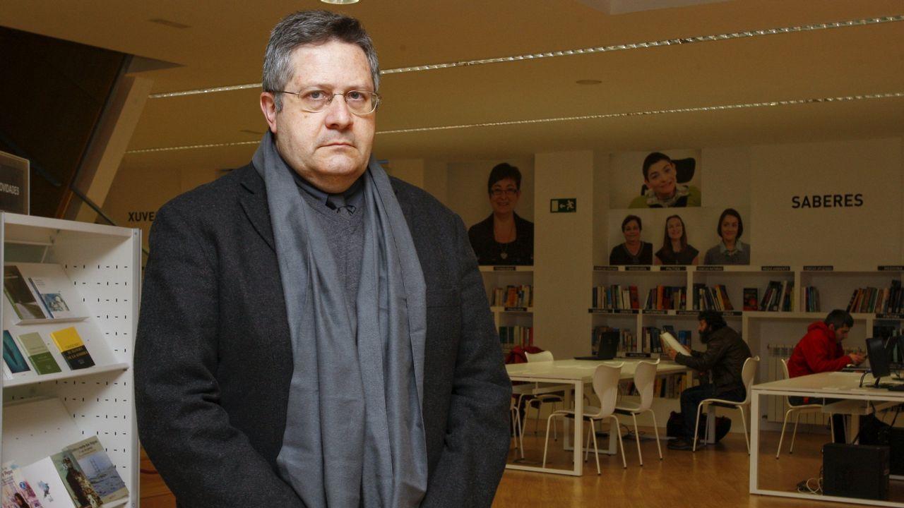 Bebé pie mano.Manuel Blanco Desar, autor del libro «Galicia: un pobo con futuro»