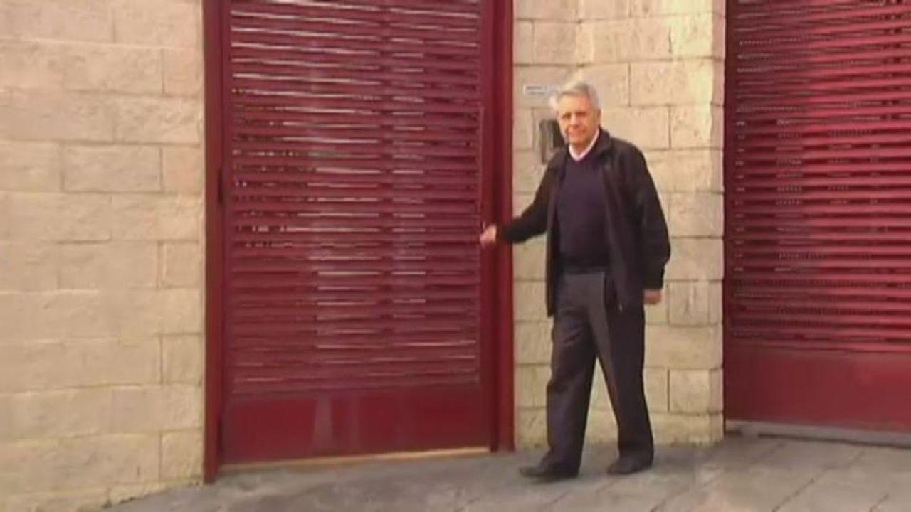 Gayoso acude a recoger la pulsera.Julio Fernández Gayoso, a su salida del a prisión de A Lama el pasado agosto