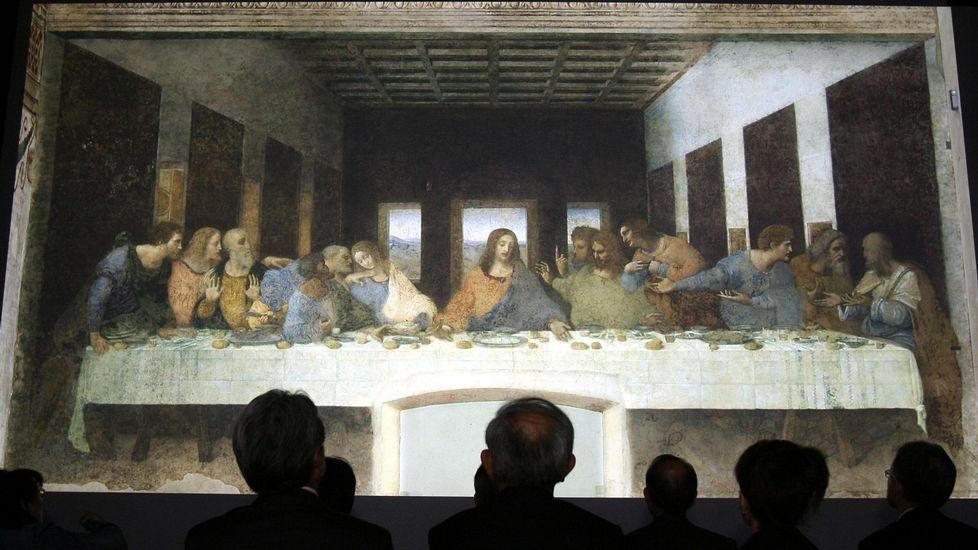 Cristian Gálvez descubre el verdadero rostro de Leonardo da Vinci.Un grupo de pasajeros consulta los vuelos en el Aeropuerto de Asturias