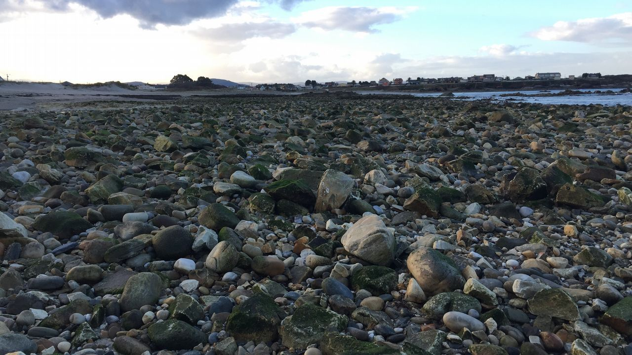Playa de Arealonga sin arena.