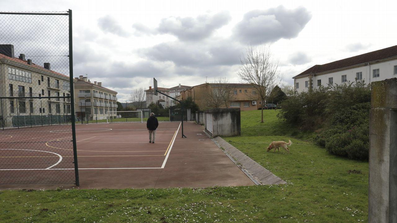 Oviedo por la iguadad.Pista cercana al hospital Gil Casares donde se pinchó el niño