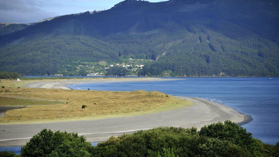 Playa de Retorta, en Boiro.Playa de Morouzos, en Ortigueira