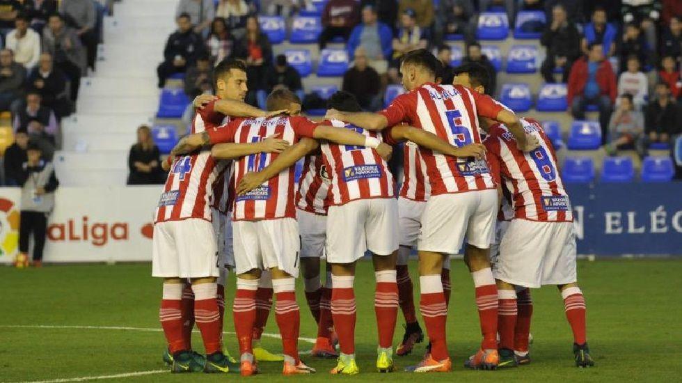 Los jugadores del Girona celebran su victoria ante el UCAM