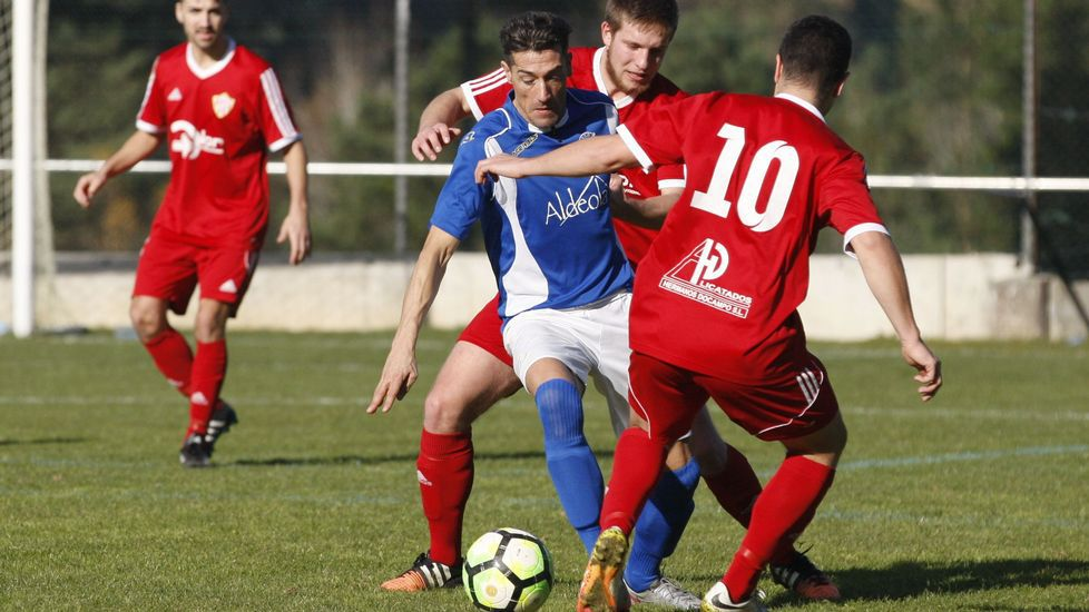 Una acción en el duelo entre el Racing de Ferrol y el Deportivo