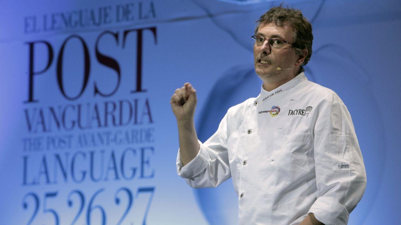 Ferrán Adriá dialoga con cocineros gallegos.Los chefs José Andrés y Ferran Adriá