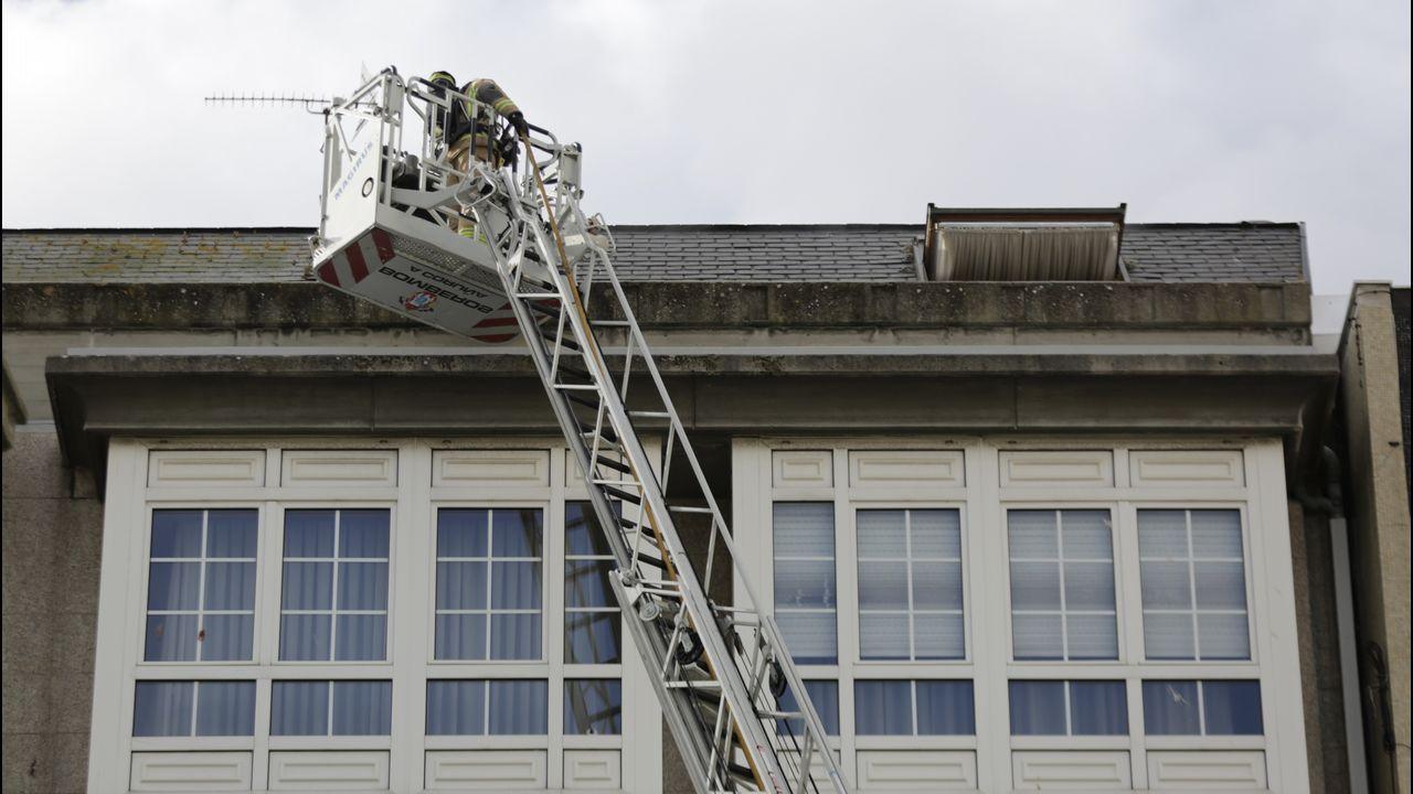 Incendio en un quinto piso de la calle San Andres.Inauguración congreso técnicos de laboratorio