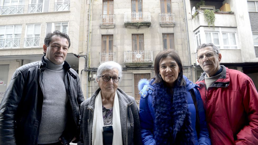 Sánchez: «El PSOE está en una encrucijada».Adriana Lastra y Nino Torre