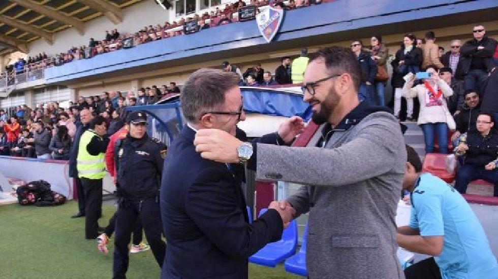 Anquela y Bordalás se saludan en el Huesca-Getafe de Liga