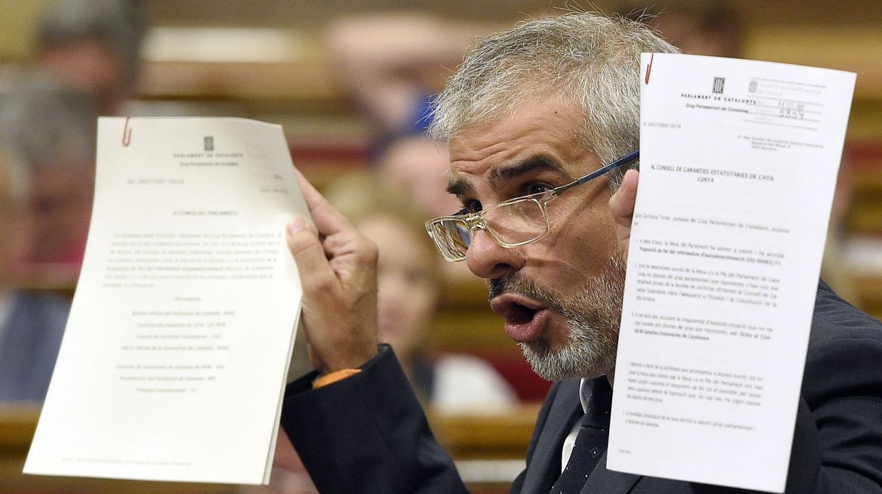 Rajoy: «No habrá referendo en Cataluña».La Guardia Civil registra el coche de los trabajadores de una imprenta en la que, sospecha, se imprime material de votación