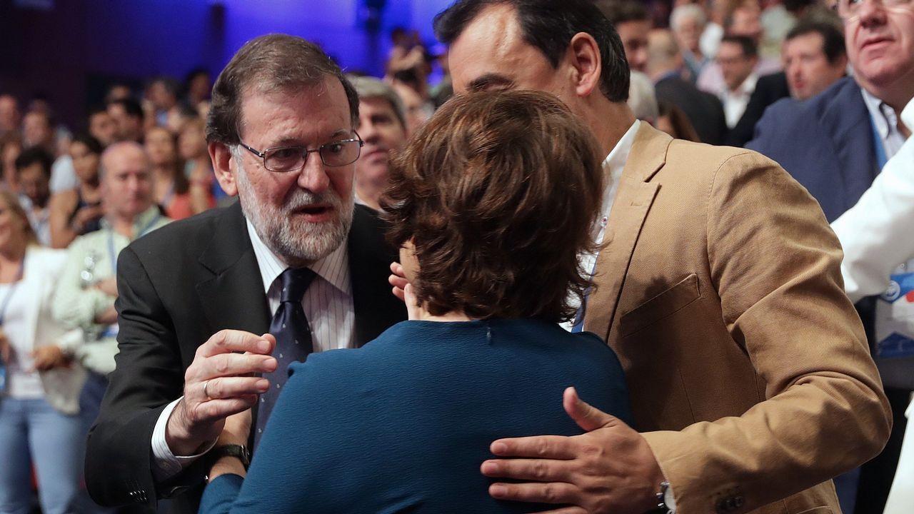 .Rajoy saluda a Santamaría.