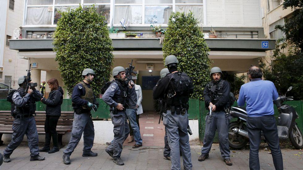 Numerosos efectivos se encuentran desplegados en el norte de la ciudad, en una redada para capturar al sospechoso, que escapó a pie.