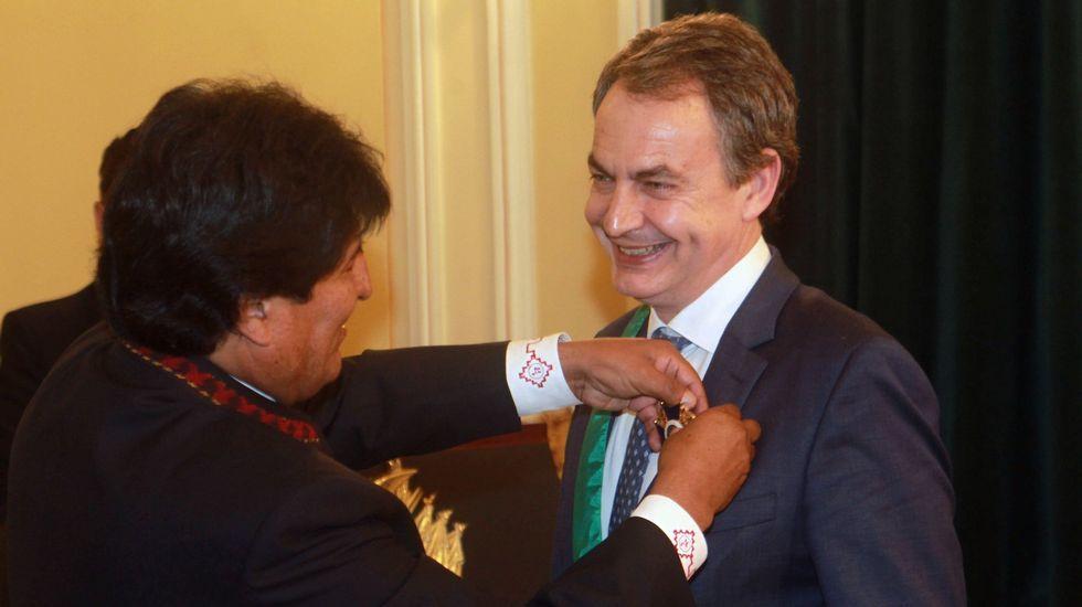 Túnez se echa a la calle.Zapatero, en una reciente visita a Bolivia.