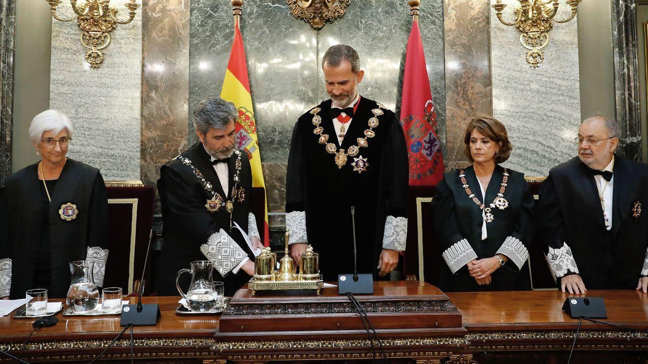 Comienzan los actos de la Diada con la ofrenda floral al monumento a Rafael Casanova.Sánchez reaccionó airado a la pregunta de Rivera, y lo acusó de hacer del Congreso un lodazal