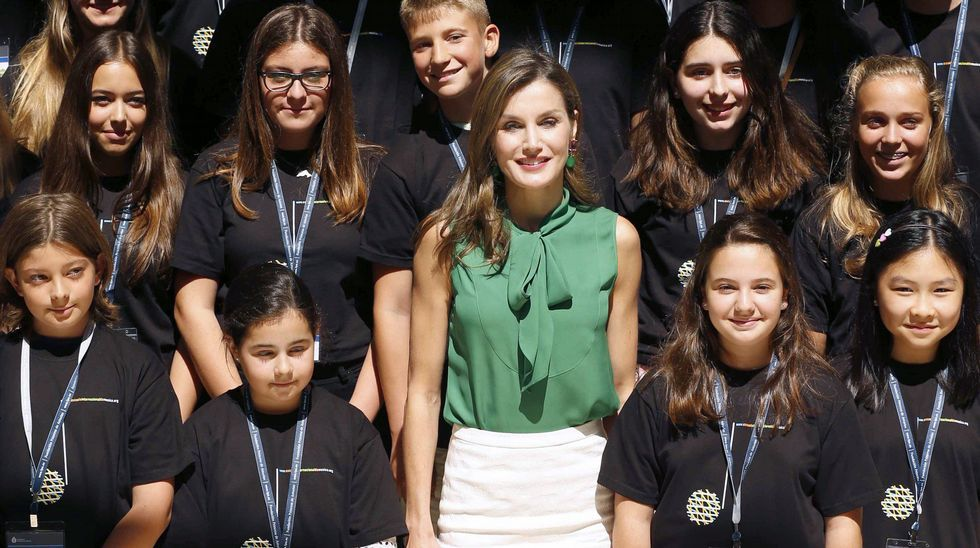 Letizia, con alumnos