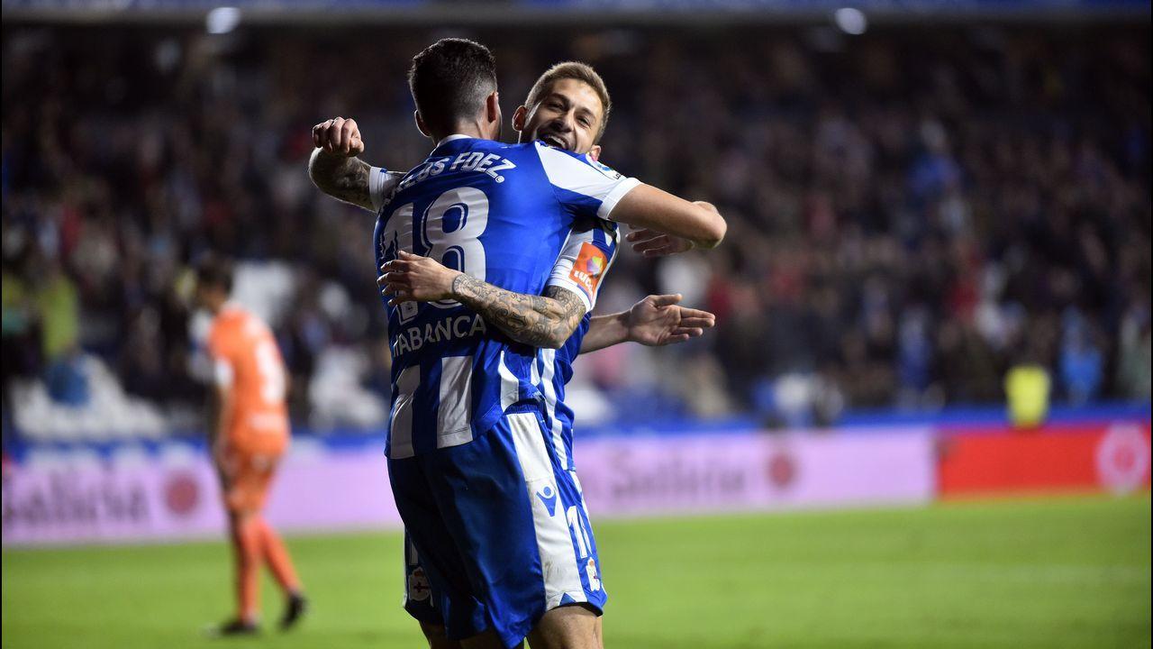 Las mejores imágenes del Deportivo - Real Oviedo.Juan Antonio Anquela, con Natxo González al fondo, en el Dépor-Oviedo