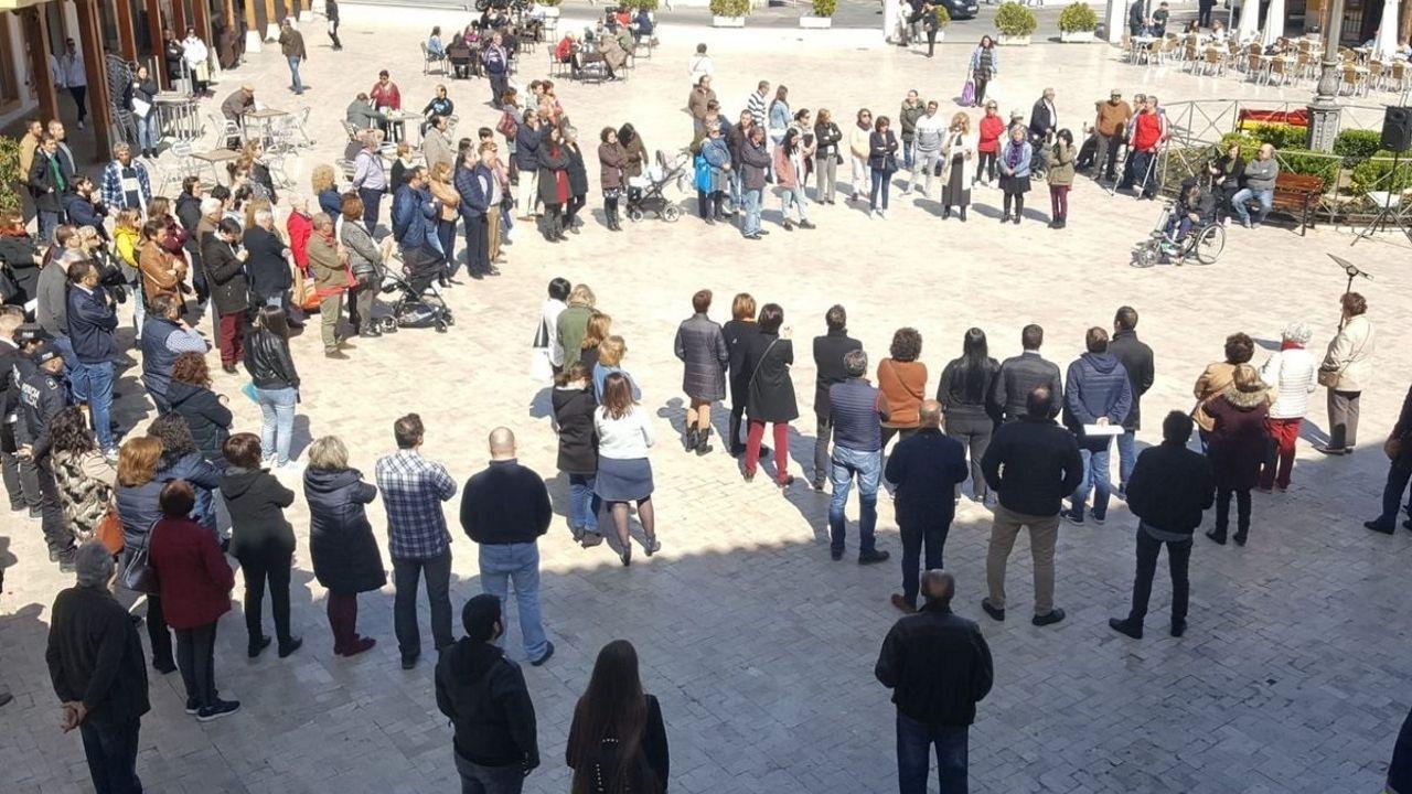 La consejera de Servicios y Derechos Sociales, Pilar Varela.La Plaza de la Constitución ha acogido hoy a las 12 una concentración de repulsa. El Gobierno local ha convocado una segunda concentración para esta tarde a las 18 horas «por petición vecinal»