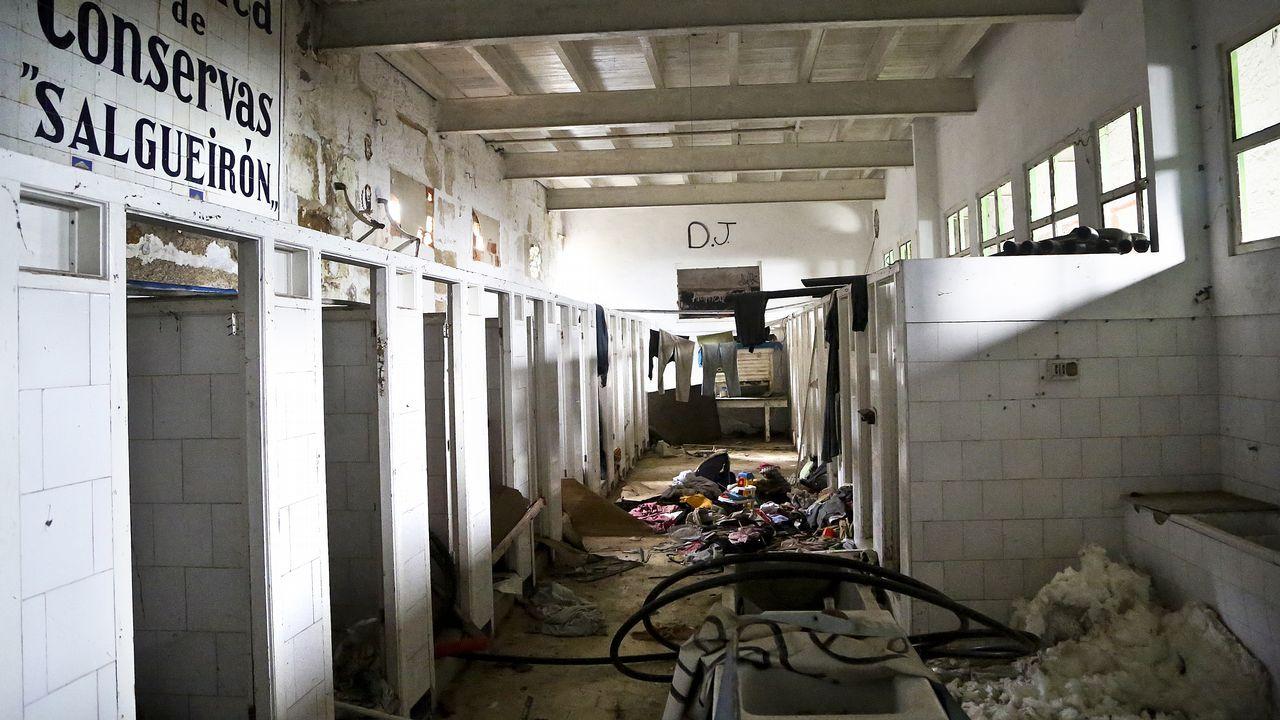 Parte de la fábrica canguesa de Massó lleva 16 años como vivienda okupa.