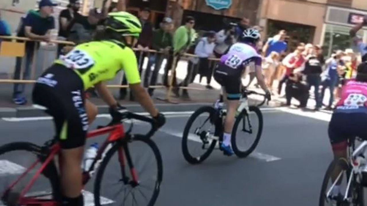 Llegada a la meta en la Vuelta Femenina a Álava