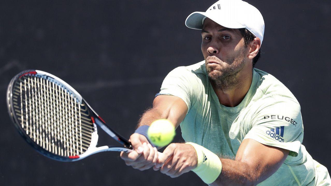 El tenista español Pablo Carreño Busta devuelve la bola al estadounidense Steve Johnson, durante el partido de la tercera ronda Abierto de Miami