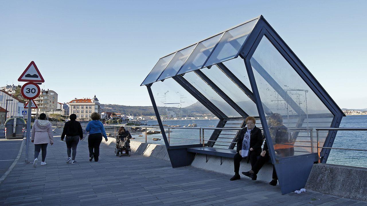 En Touro han optado por un diseño muy contemporáneo colocado en primera línea de costa