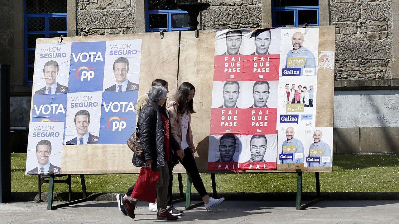 Entrevista a Carmen Moriyón, candidata de Foro a la presidencia del Principado.Una mesa en un colegio electoral en Oviedo durante la jornada de elecciones generales