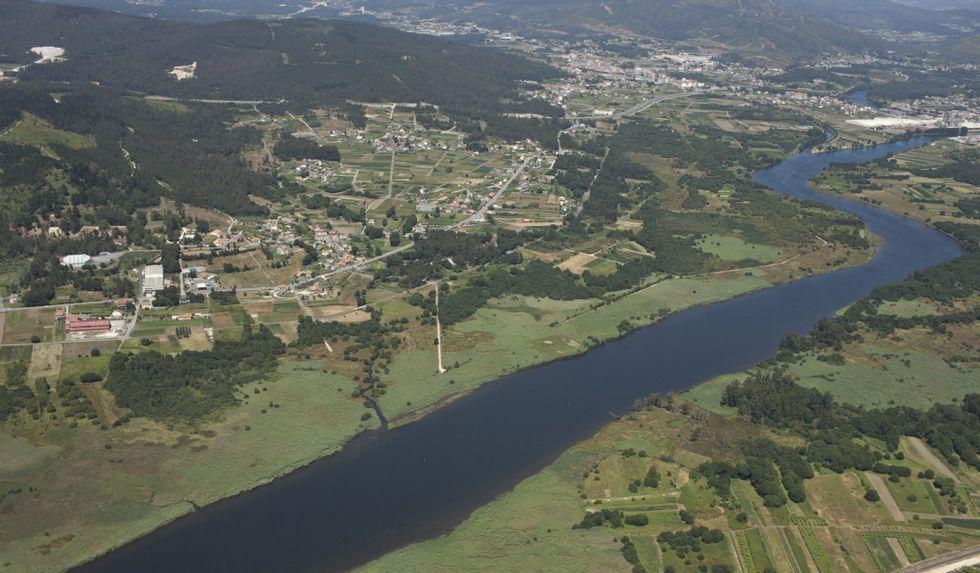 Citroen E-Mehari.Vista aérea de la parroquia Vigo del Concello de Dodro, a orillas del río Ulla.