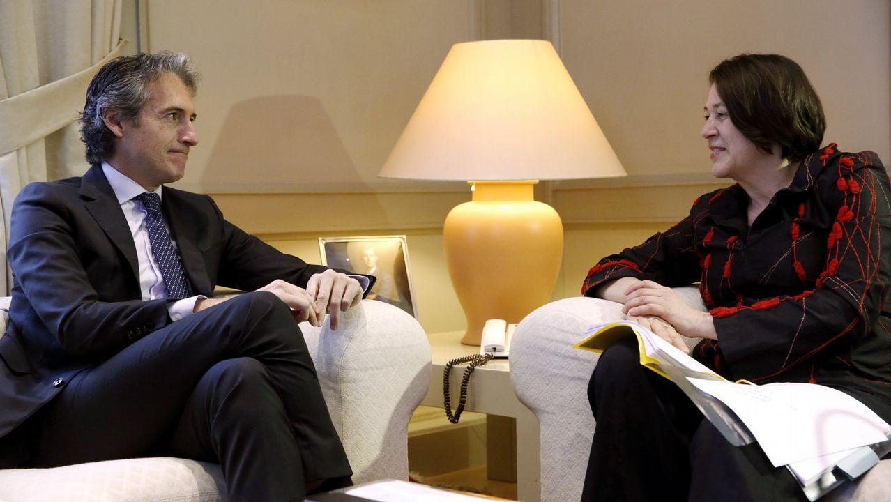 La comisaria Violeta Bulc, cuando se reunió con el anterior ministro de Fomento, Íñigo de la Serna. Fue entonces cuando anunció una auditoría sobre la seguridad ferroviaria española