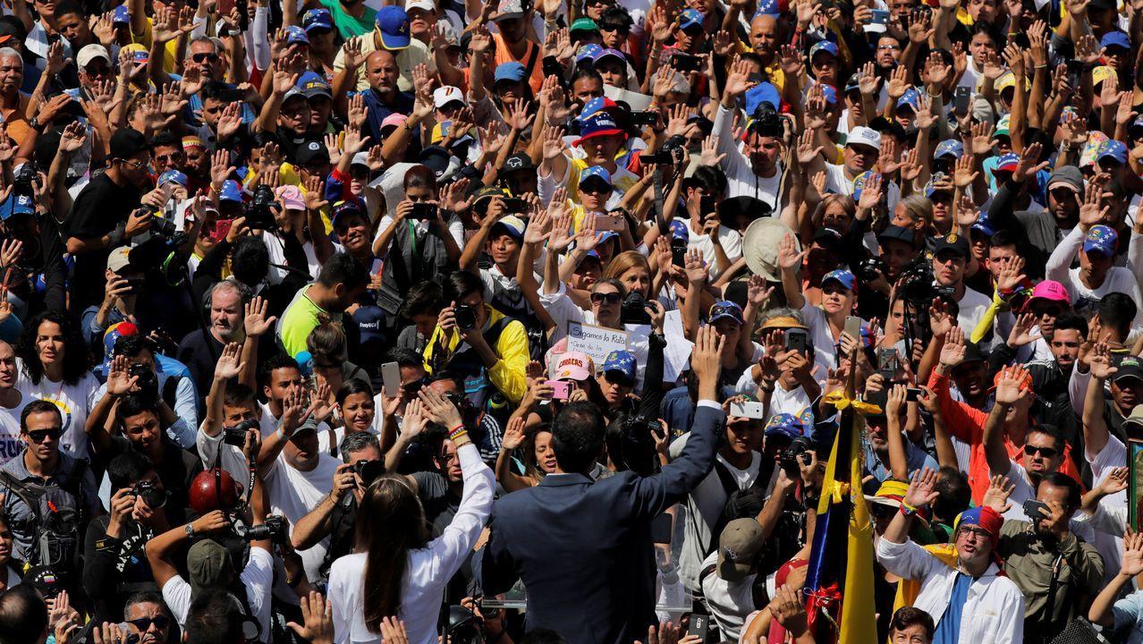 Venezuela se echa a la calle para reclamar elecciones libres.El presidente interino Guaidó logró que cientos de miles de venezolanos salieran a las calles en todo el país para mostrar su rechazo al Gobierno de Maduro.