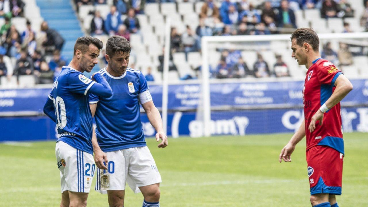 Saul Berjon Tejera David Rodriguez Real Oviedo Numancia Carlos Tartiere.Saúl Berjón y Sergio Tejera se disponen a sacar una falta ante David Rodríguez