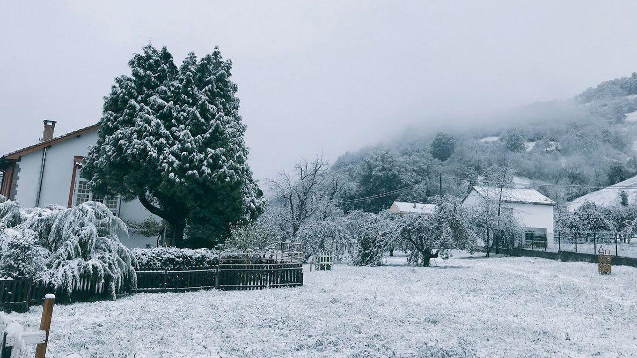 Nieve en la estación Fuentes en Aller