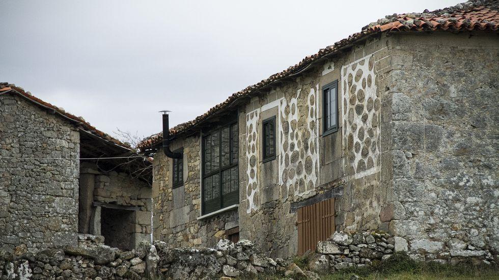Una casa en A Algueira, en la parroquia de Pinol, perteneciente a Sober