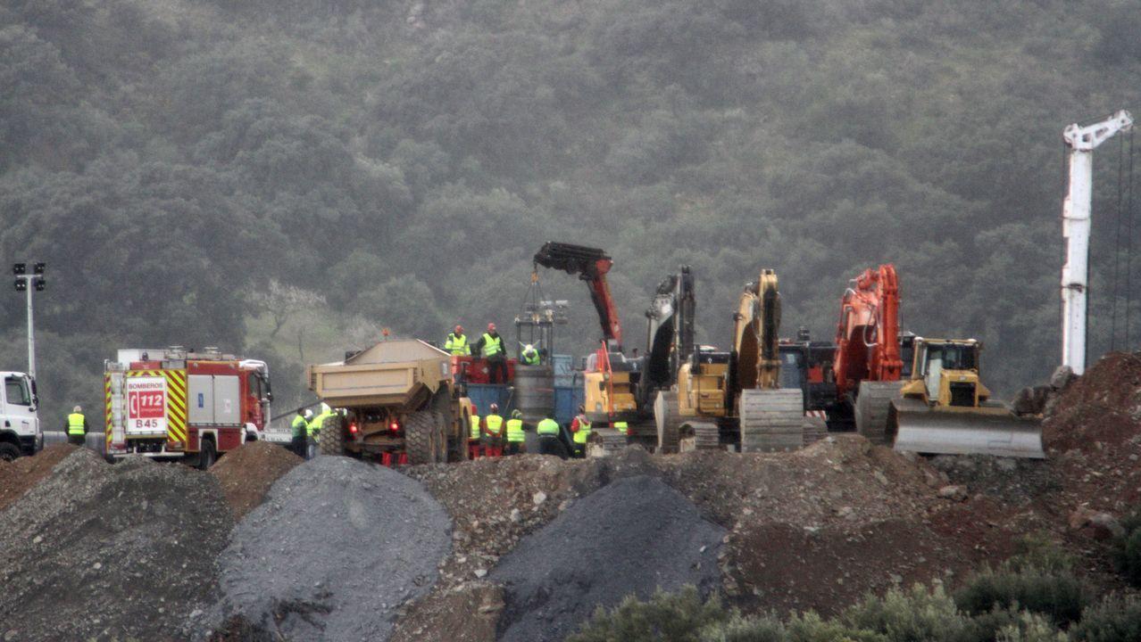 La maquinaria trabaja las 24 horas y hasta hoy ha removido 40.000 toneladas de tierra.El operativo de rescate en el paraje Dolmén Monte Coronado en Totalán