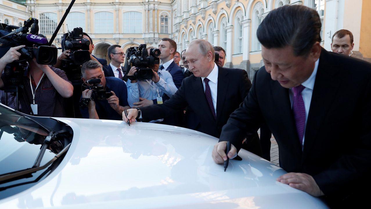 Putin y Xi firman uno de los primeros modelos del vehículo Haval F7 SUV