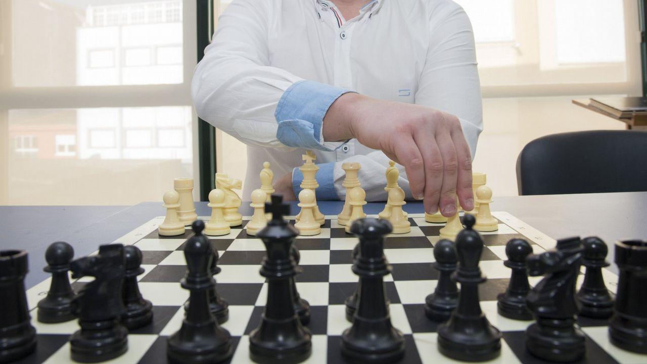 «Compostela, un ano de Voz».Partida de ajedrez de niños