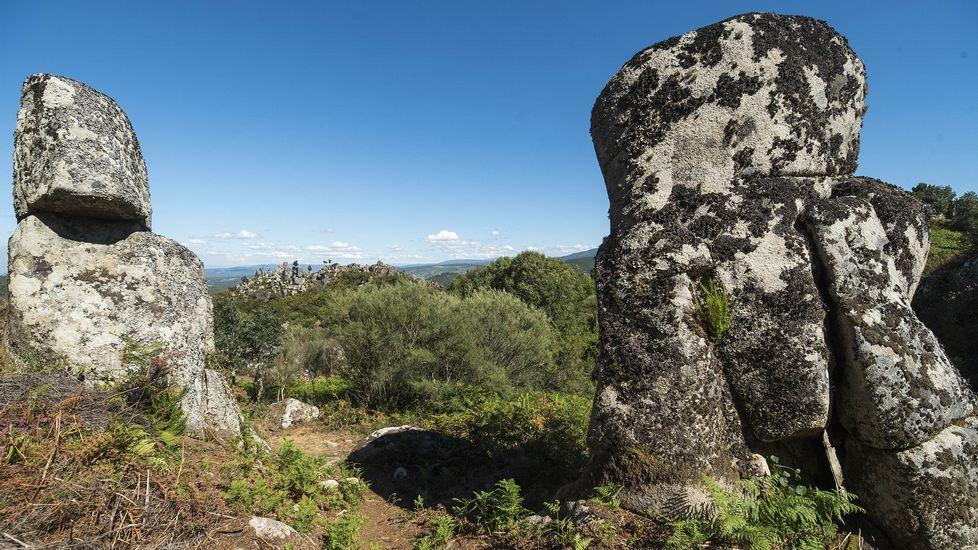 Ruta de senderismo de Moura (Nogueira de Ramuín). Formaciones rocosas junto al castro de Moura
