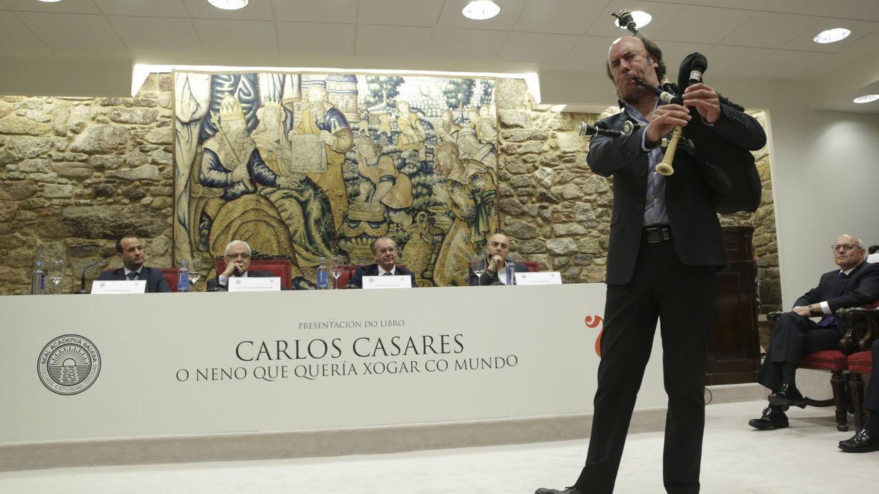 El alcalde de Sober toca con Carlos Núñez