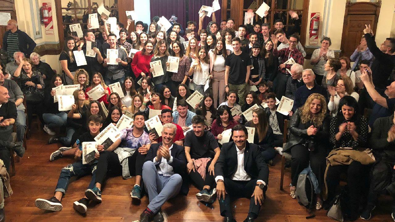 Beneficiarios de los programas de la Xunta en el acto que tuvo lugar en el Club español de Buenos Aires