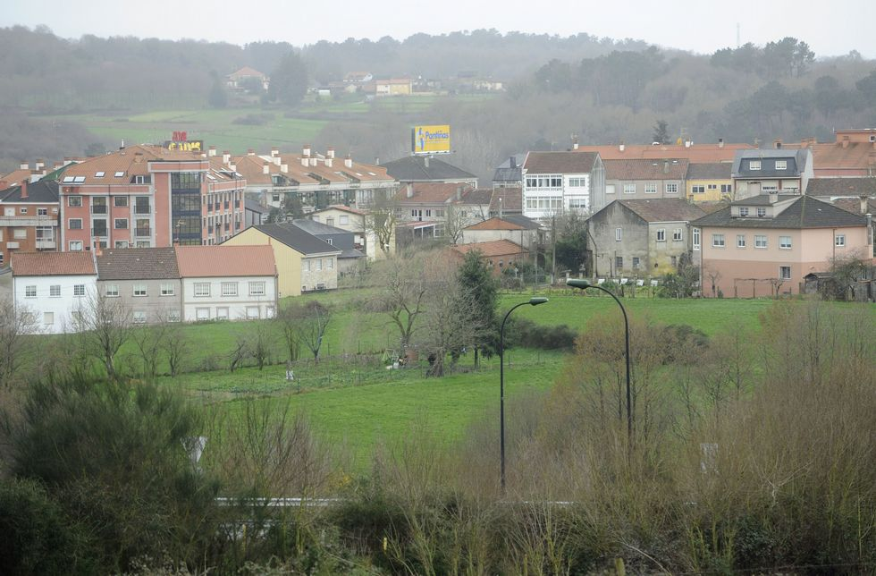 Los terrenos donde prevé instalarse Mercadona en Lalín están próximos a  la ronda Este.