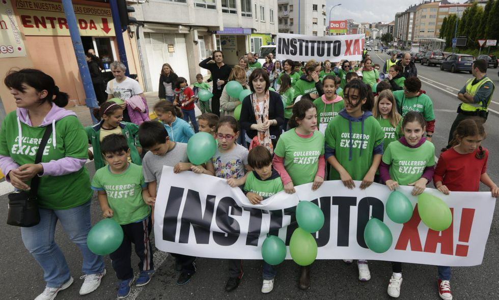 Padres y alumnos se manifestaron en junio para exigir la licitación del nuevo instituto.