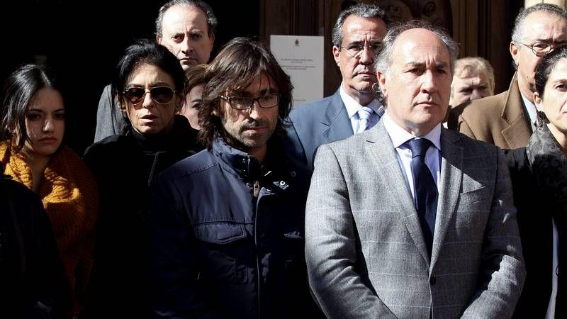 Algeciras llora a Paco de Lucía.El público congregado en Fexdega volvió a responder a la llamada de Panorama, agitando constantemente sus banderolas al son del clásico himno panorámico.