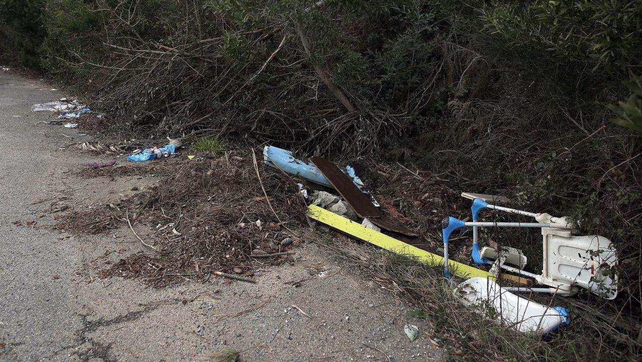 Aparece una ballena muerta en Arenal de Morís.Trabajadoras en el taller informatizado de patronaje de la empresa Flor da Moda