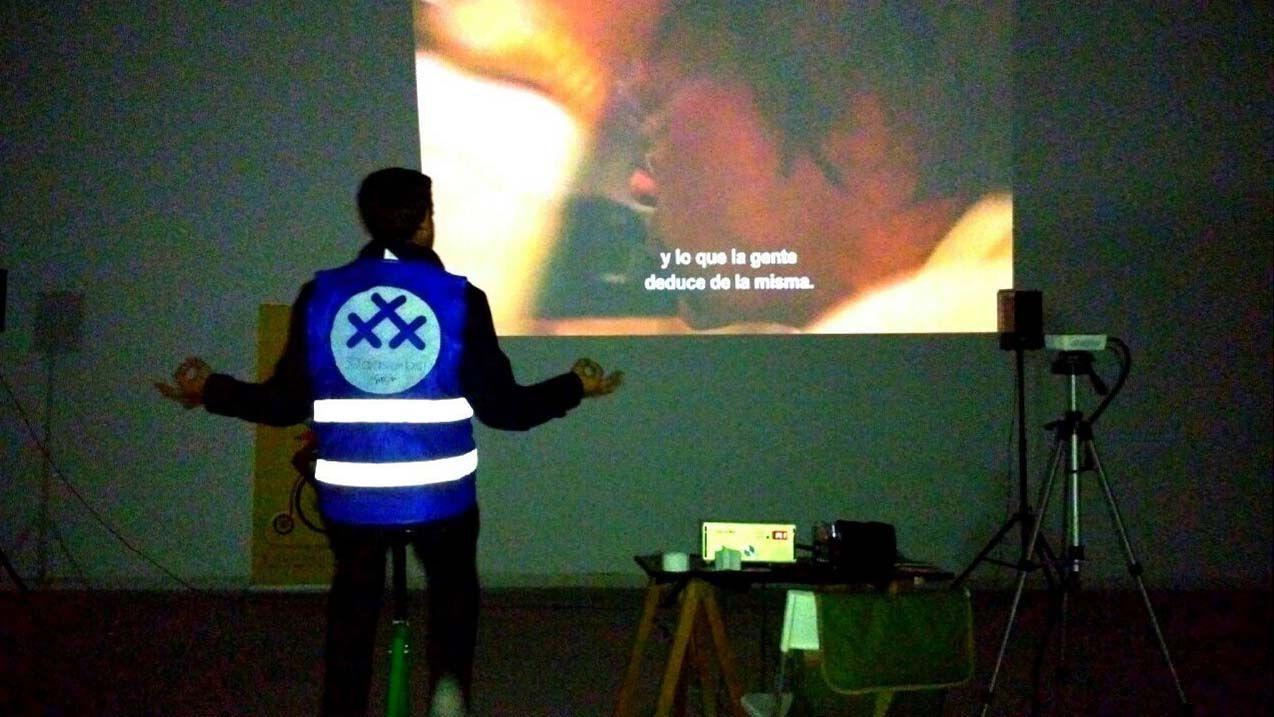 Pedaleante durante la proyección de uno de los cortometrajes